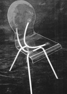 Eetkamerstoel perspex 1947, geënt op lichaamsvorm
